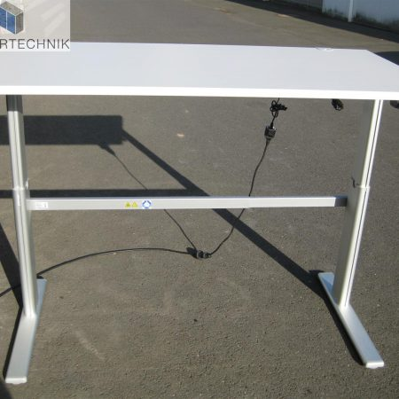 Elektrisch höhenverstellbarer Schreibtisch mit Tischplatte